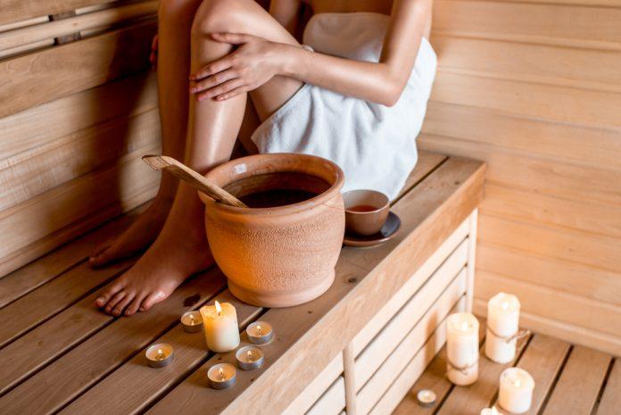vrouw in de sauna