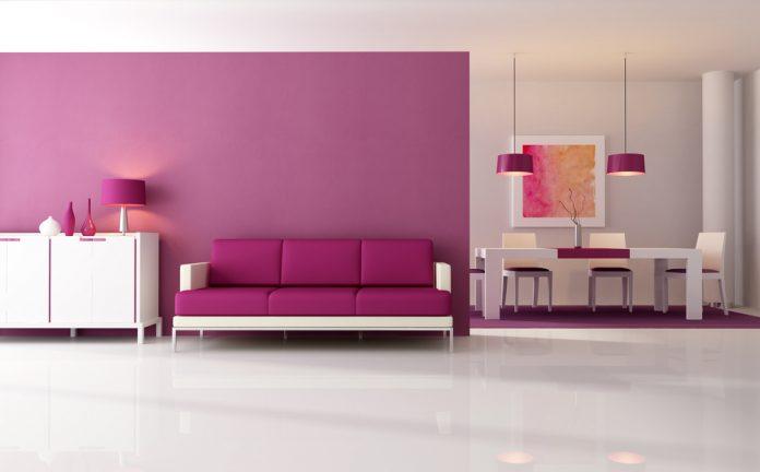 woonkamer met veel paarse invloeden